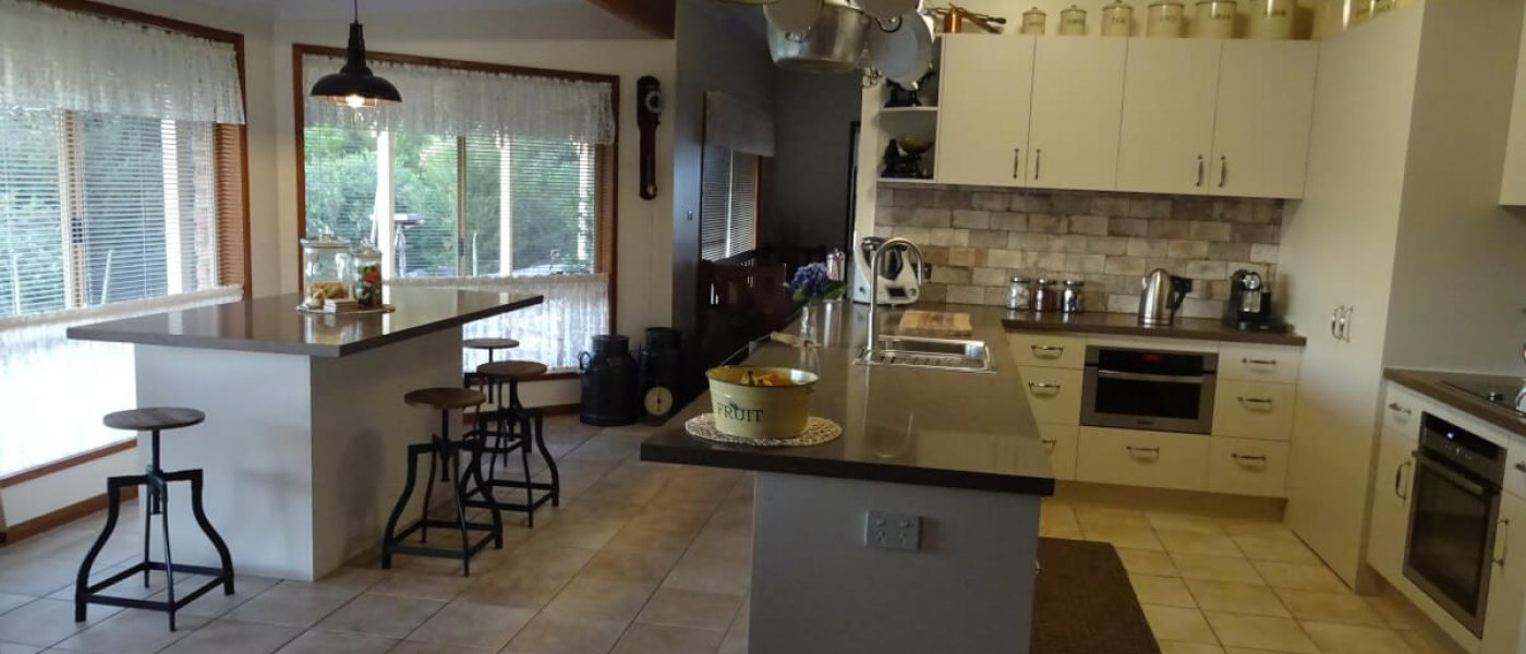 Lyndy-Keehn-More-Photos-of-Kitchen-with-island-bench